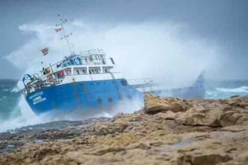 затонувшее судно стало фотовыставкой